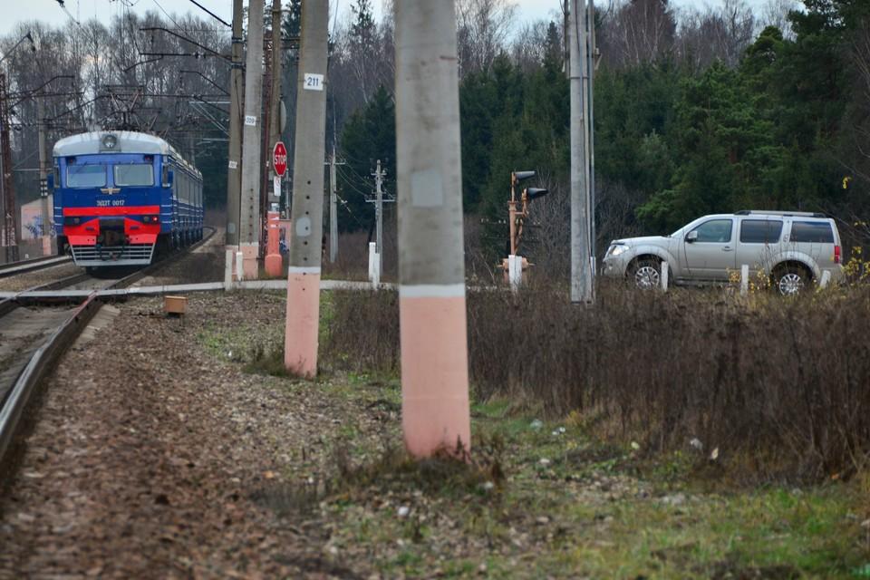 Электричка сбила подростка в Ленобласти.