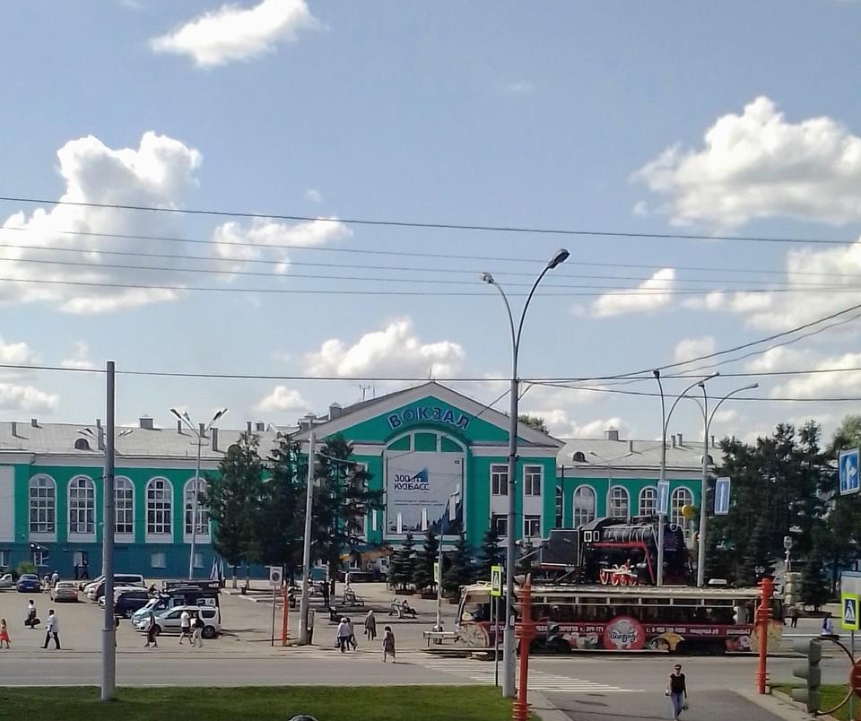 В Кемерове жители обеспокоены пропажей часов со здания вокзала. Фото: ВКонтакте/inc_kuzbass.