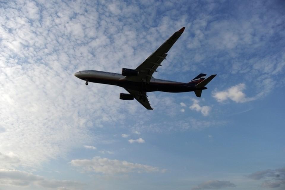 Больной коронавирусом замаскировался под жену, чтобы пробраться на самолет