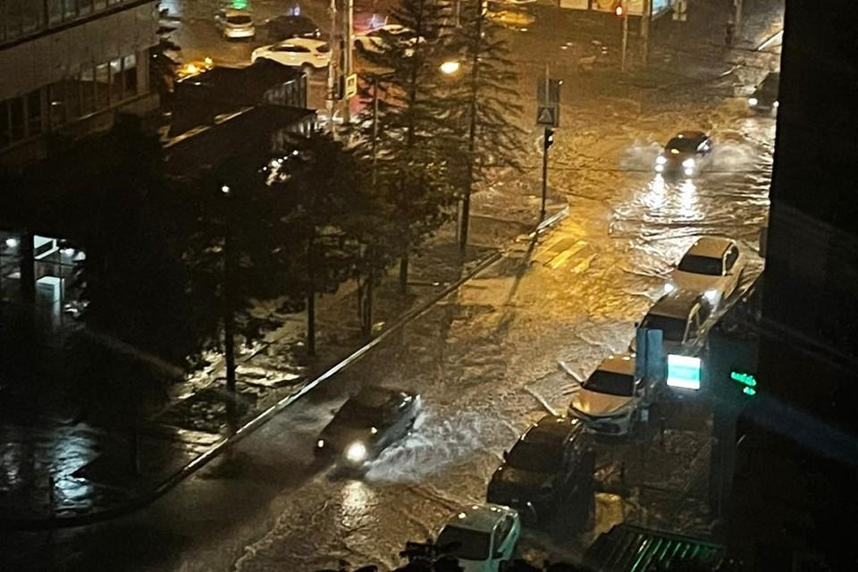 Улицы Ростова превратились в реки. Фото: ГОПАЛО Ольга