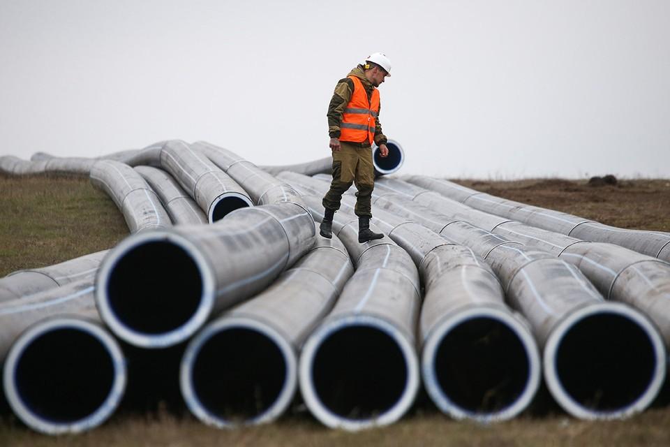 Крым, ноябрь 2020 г. Строительство нового 19-километрового водовода на Бештерек-Зуйском водозаборе. Фото: Сергей Мальгавко/ТАСС