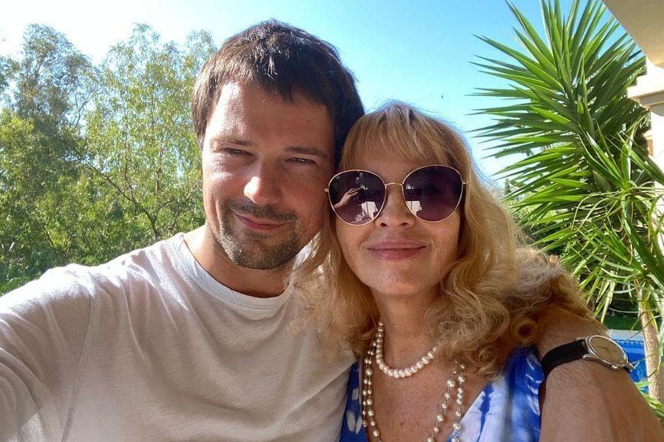 Данила Козловский показал 70-летнюю маму, которая выглядит на 50