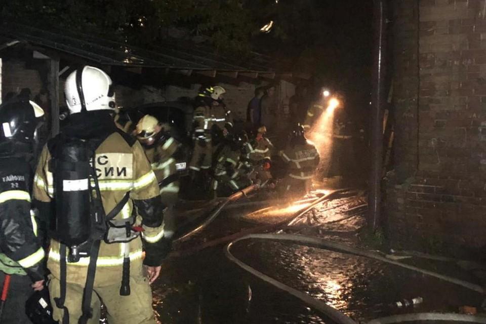 С огнем боролись больше трех часов. Фото: пресс-служба МЧС