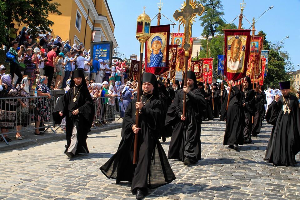Каноническая Украинская Православная Церковь провела Крестный ход в честь 1033-летия крещения Руси. Фото: Анна Марченко/ТАСС
