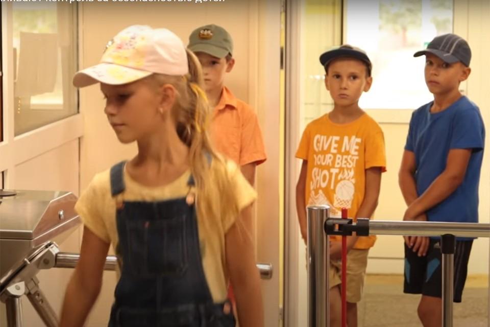 Все школы Минска оборудуют турникетами. Фото: кадр из видео Минск-Новости.