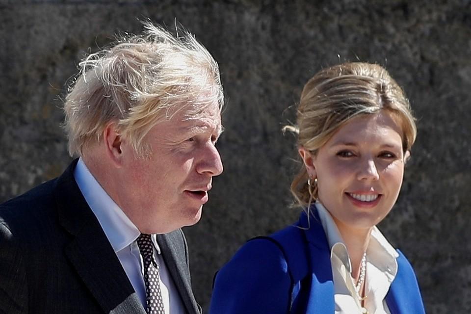 Премьер-министр Великобритании Борис Джонсон и его жена Керри