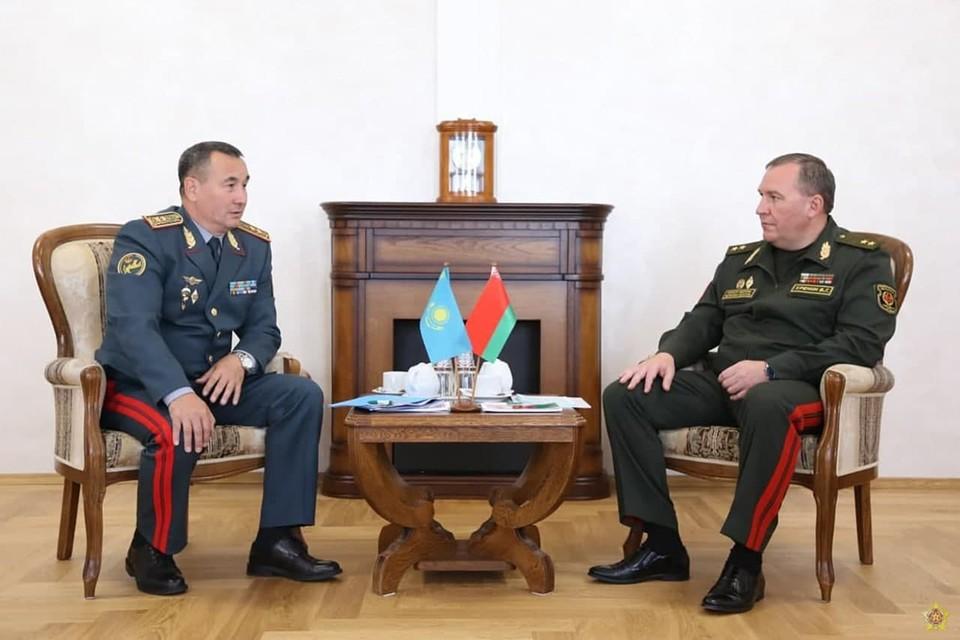 Министр обороны Беларуси Виктор Хренин пригласил казахстанских военных участвовать в совместных в Россией учениях в сентябре. Фото: Минобороны.