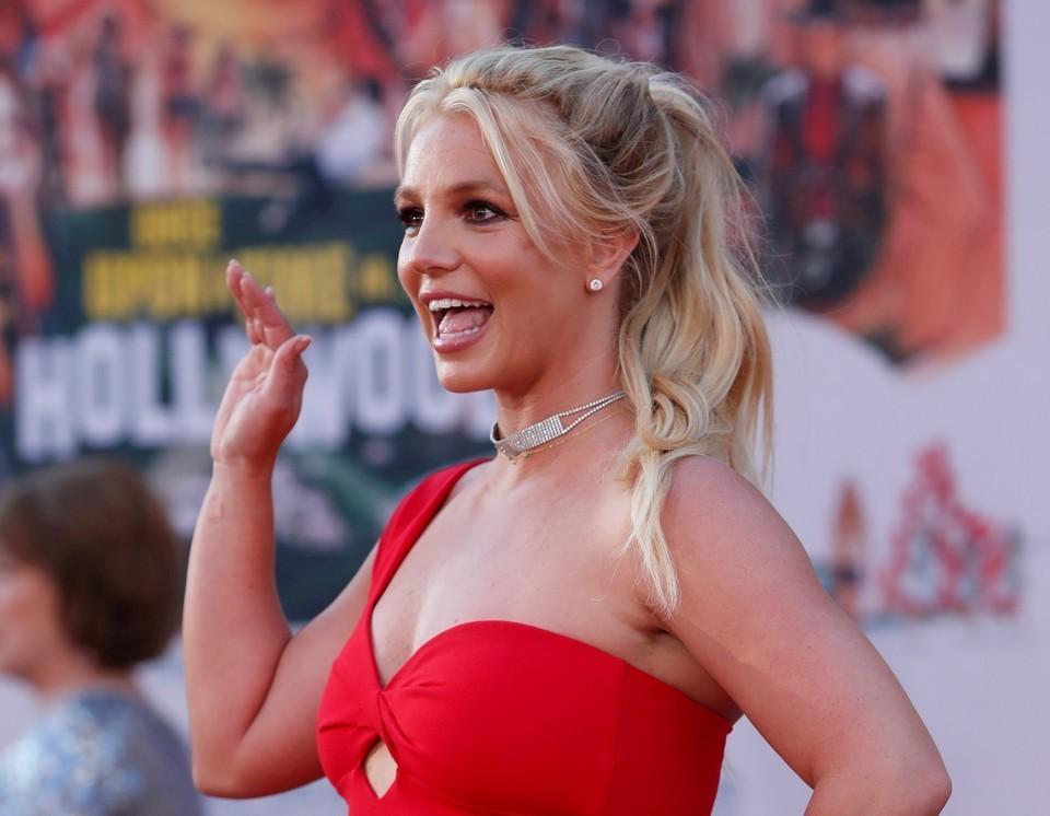 TMZ: Отец Бритни Спирс хочет получить два миллиона долларов за отказ от опекунства над певицей