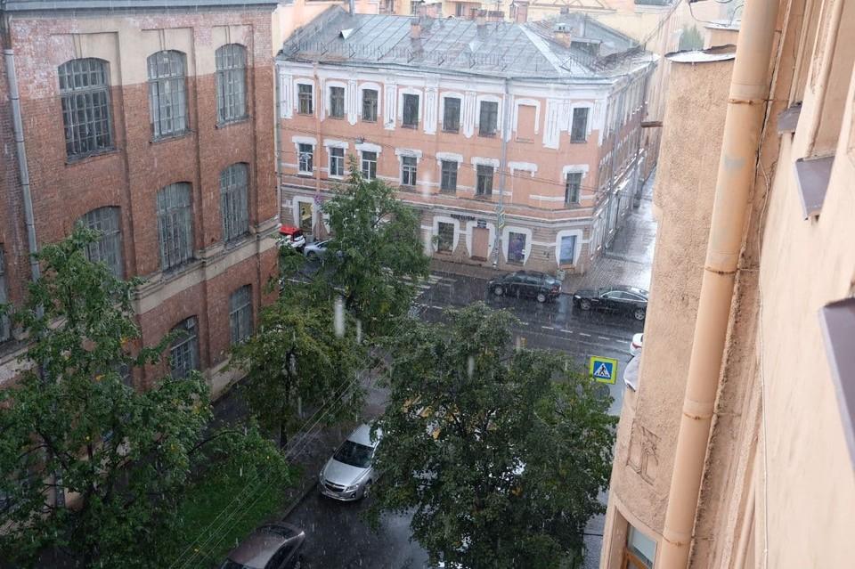 Ливень с градом прошел над Петербургом.