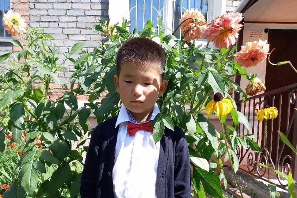 Первоклассник из Улан-Удэ отжег на школьной линейке и прославился, как мечтал. Фото: Ирина Шобоева