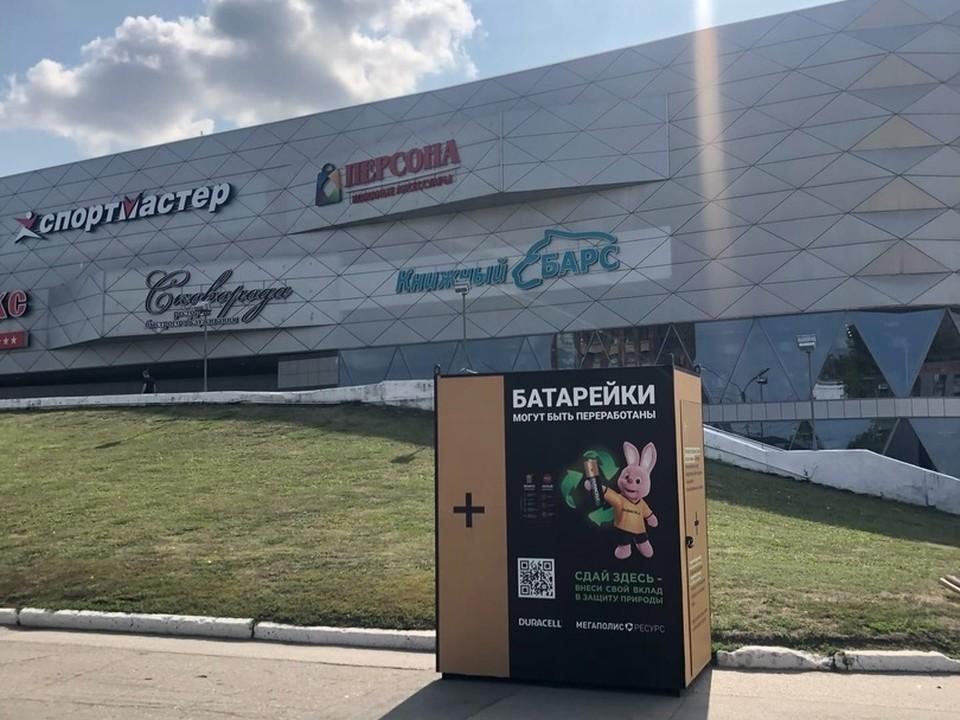 В Рязани у ТЦ «Барс на Московском» установили контейнер для сбора батареек. Фото: vk.com/erarzn