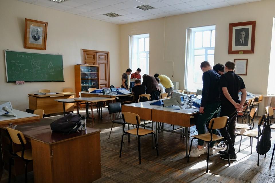 Большинство успешных выпускников из Ленобласти поступило в петербургские вузы.