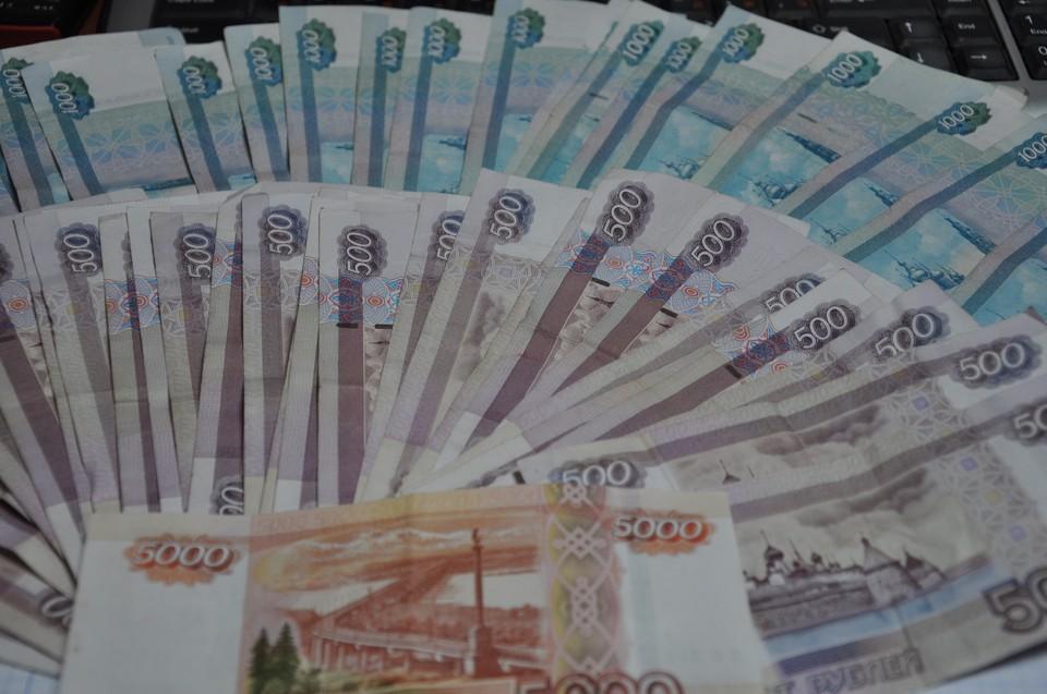 Женщина перевела деньги с помощью банкомата