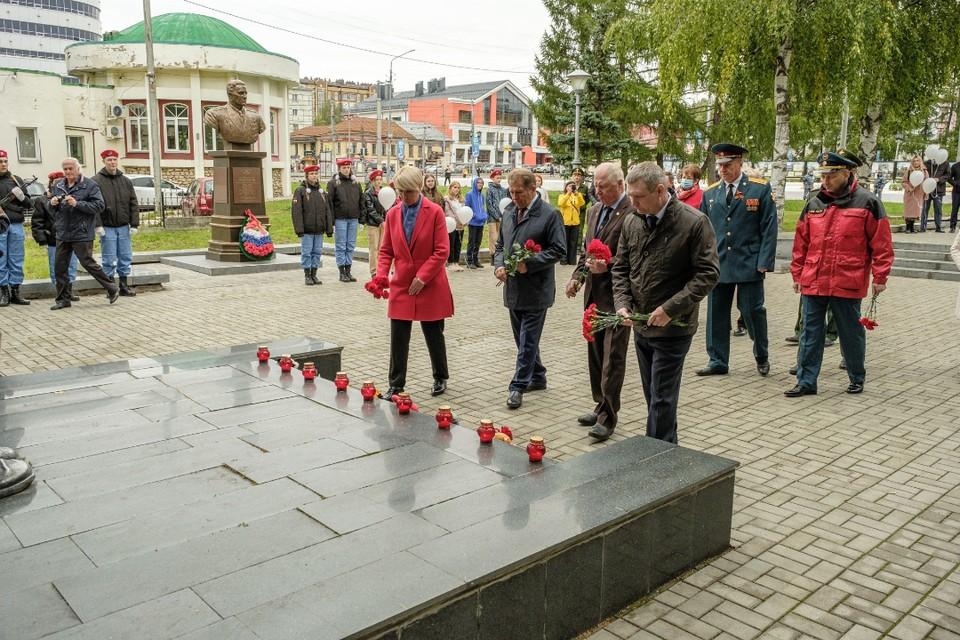 В память о погибших к обелиску возложили цветы. Фото: zsko.ru