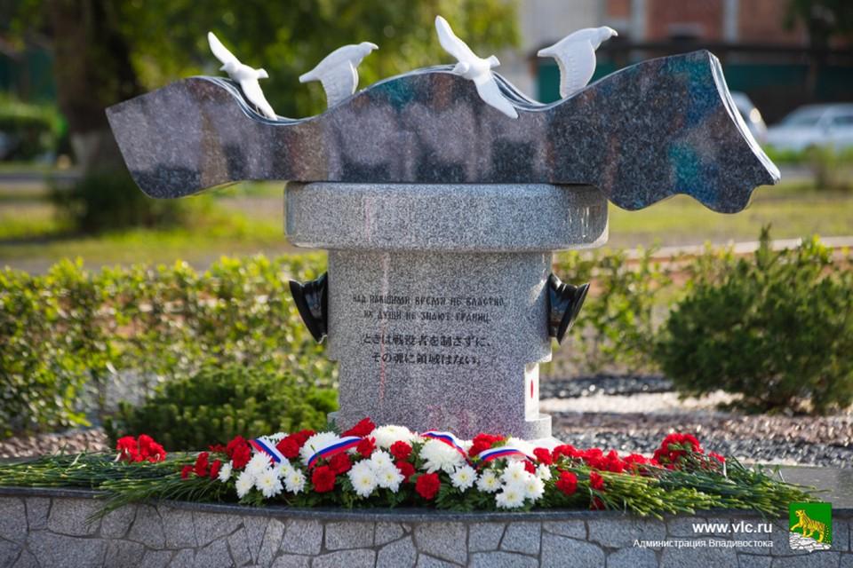 Открыт памятный знак в честь моряков, погибших в сражении в Цусимском проливе. Фото: Анастасия Котлярова