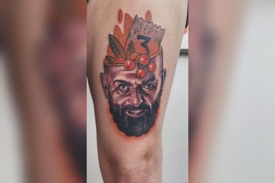 Красноярец набил татуировку с Михаилом Шуфутинским 3 сентября. Скрин из видео: ivolgatattoo