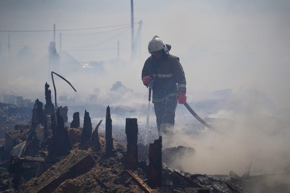 Чтобы избежать появления пожаров и не допустить перехода огня на жилые дома людям советуют соблюдать правила противопожарной безопасности.