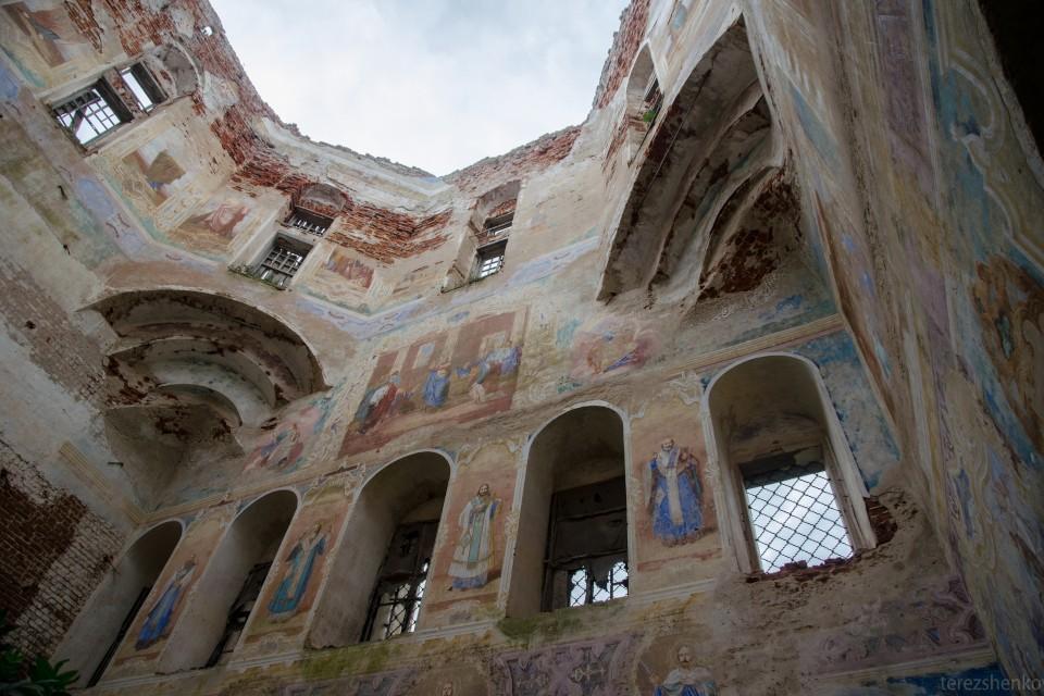 Искусная роспись стен церкви Рождества Христова может быть потеряна. Фото: «Тверские своды»