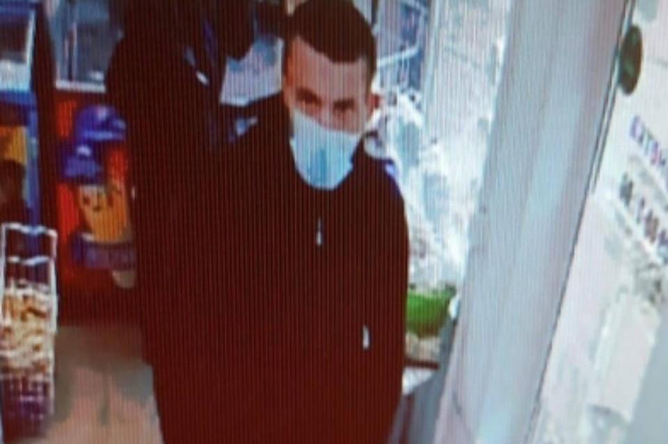 Грабителя, который пытался сорвать золотую цепочку с продавца, разыскивают в Шелеховском районе