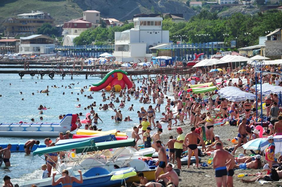 Пляжи в Крыму этим летом были забиты до отказа