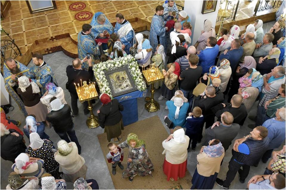 На богослужения приходят сотни горожан. Фото из архива храма.