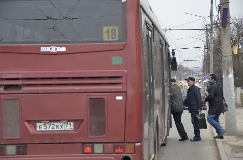 Ждать транспорта девушке пришлось полчаса, и она сильно замерзла