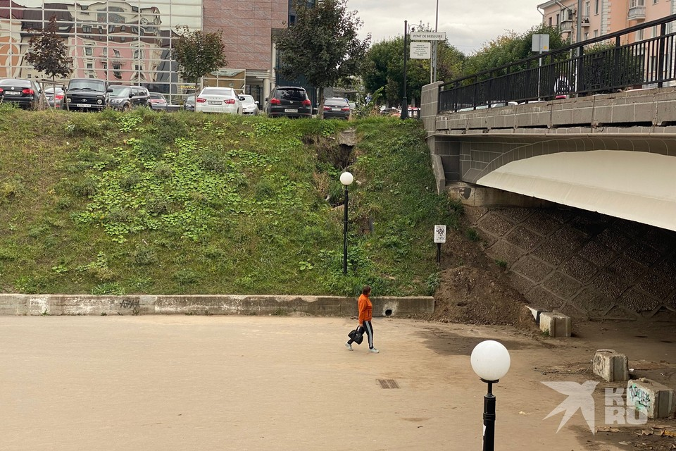В Рязани размыло склон Лыбедского бульвара у Брессюирского моста.