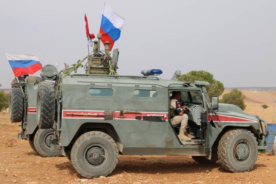 Военнослужащие РФ сопровождали гуманитарную колонну.