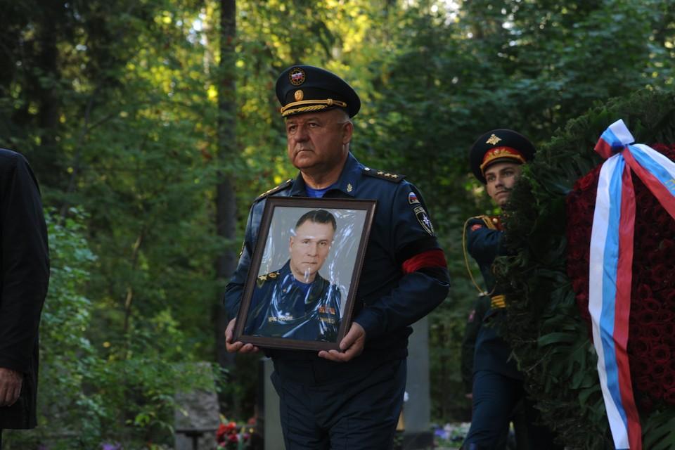 В Петербурге похоронили главу МЧС Евгения Зиничева.