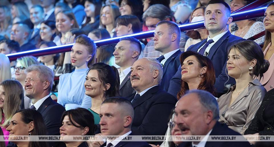 Фотофакт: вот с кем Лукашенко смотрит лучших красавиц Беларуси. Фото: БелТА.