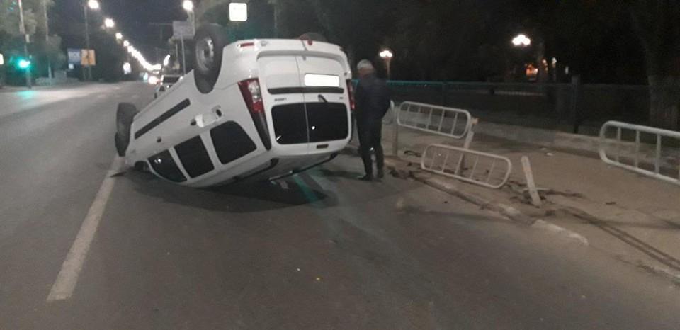 Авто перевернулось на проспекте 50 Лет Октября