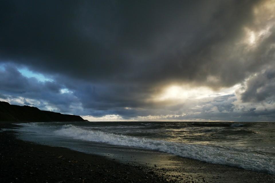 На юге и в центре острова продолжает действовать циклон