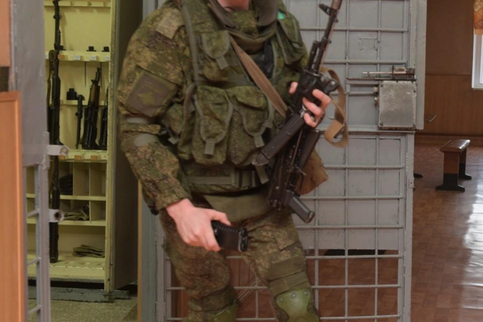 Солдата с оружием разыскивают в лесах Кировской области уже три дня.