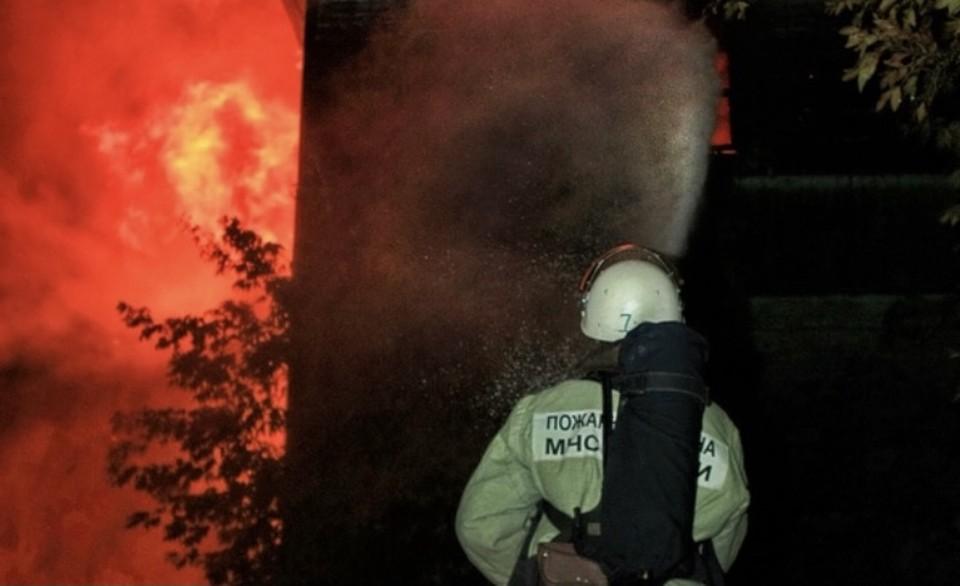 Частная баня сгорела ночью в Гагаринском районе. Фото: пресс-служба ГУ МЧС по Смоленской области.