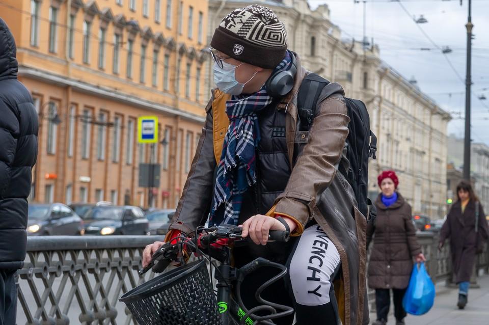 Суточная заболеваемость коронавирусом упала в два раза в Петербурге 13 сентября