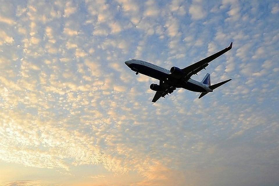 Самолет из Николаевска приземлился в Хабаровске из-за проблем с двигателем