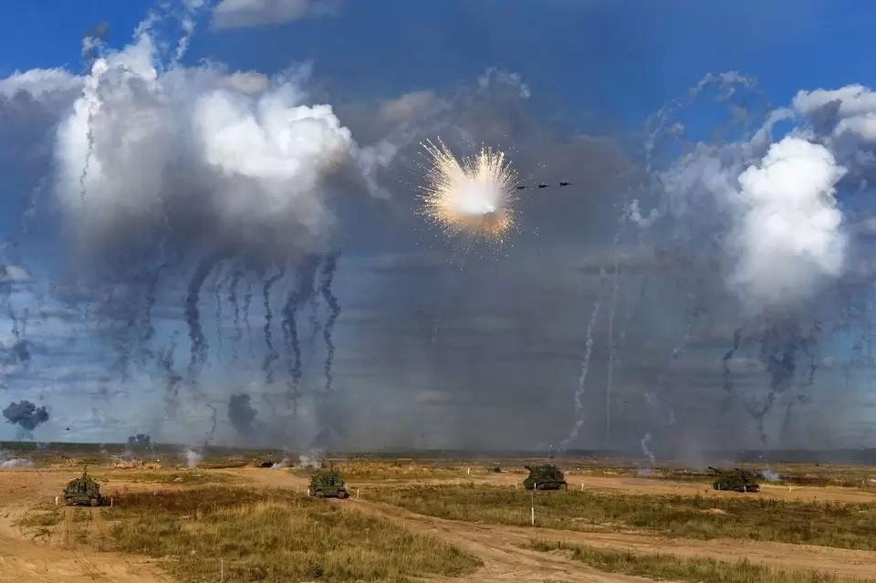 Военный эксперт объяснил, почему НАТО нагнетает панику вокруг учений «Запад 2021»