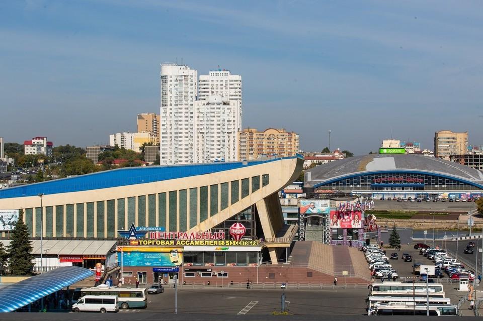 """Рядом с """"Юностью"""" ремонтируют трамвайный переезд"""