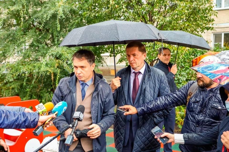 Дмитрий Асанцев и Виктор Игнатов. Фото предоставлено пресс-службой НРО партии «Единая Россия».