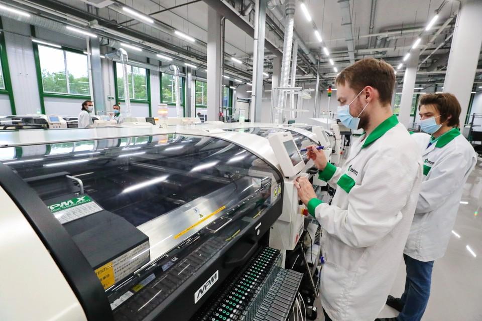 В Петербурге открыли завод электронных модулей. Фото: Смольный