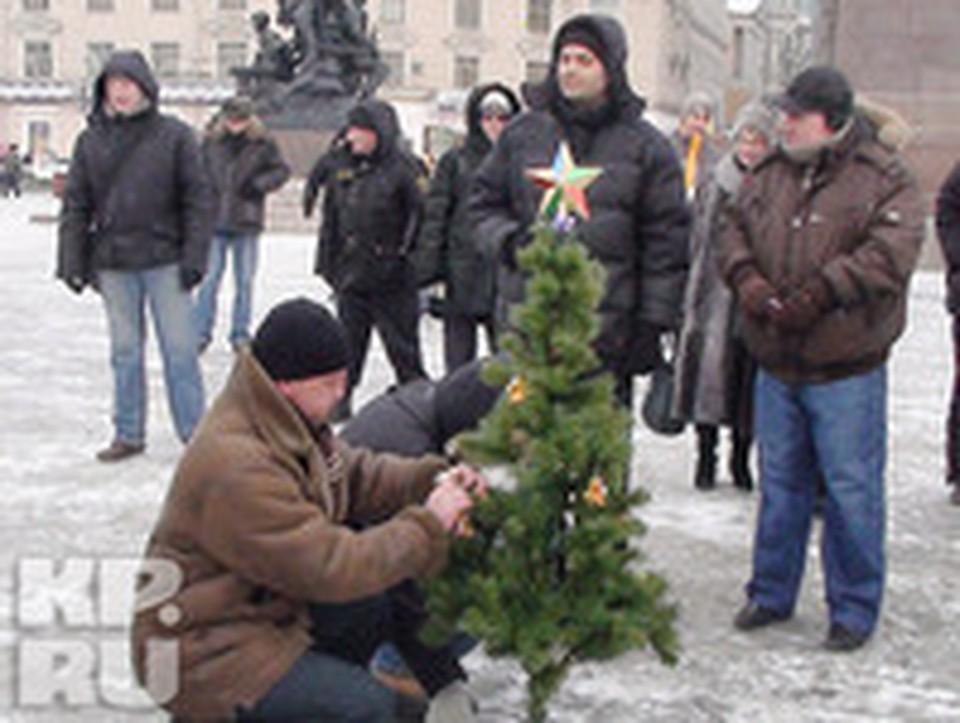 На центральной площади Владивостока «ОМОН» напал на Деда Мороза