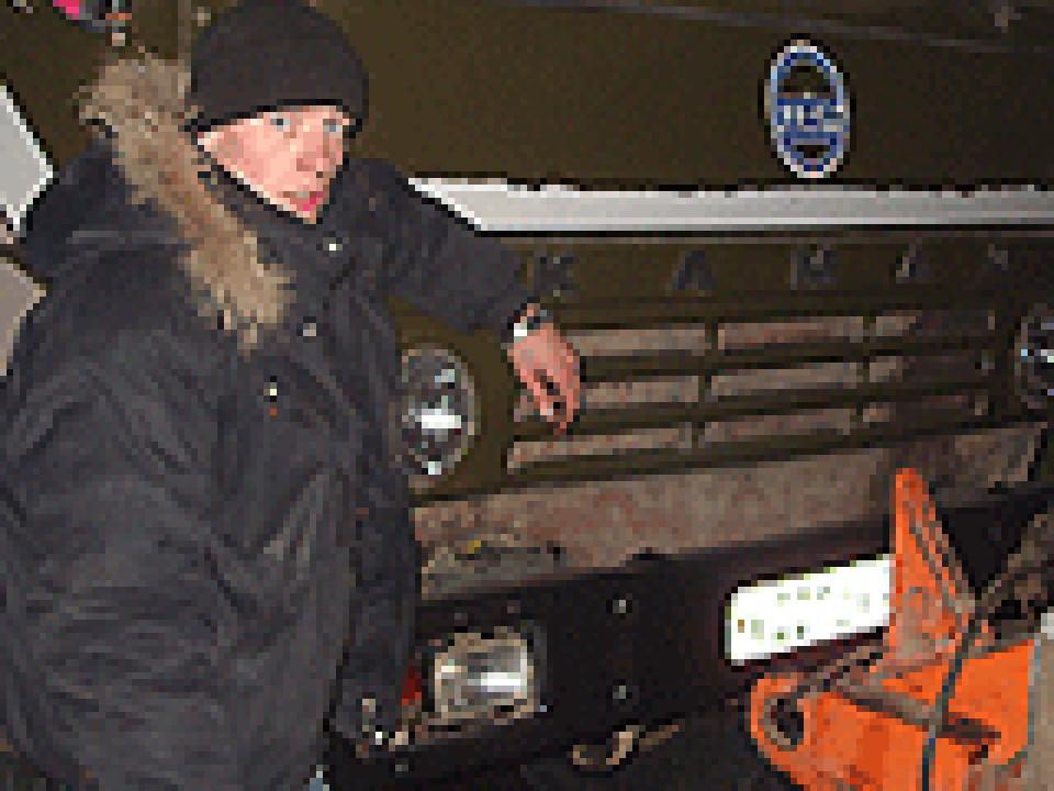 Вот такой мусоровоз с номером х001сх ездит теперь по улицам Красноярска