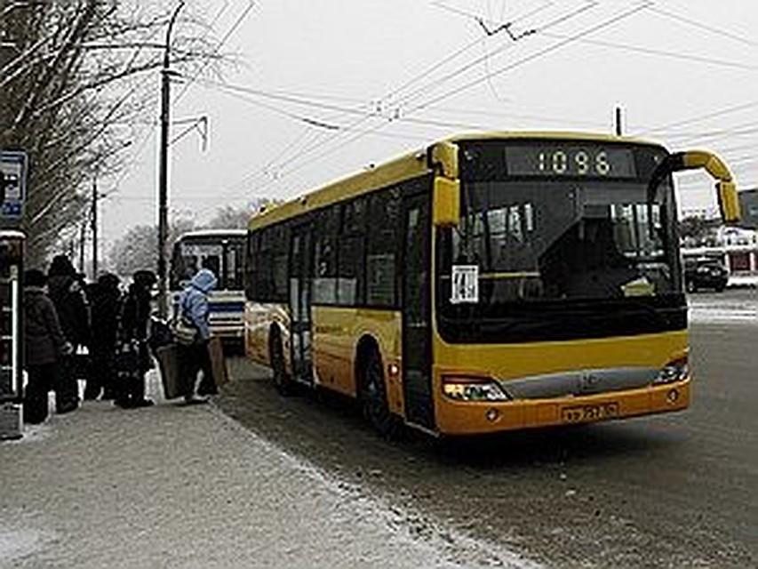 poimel-devushku-sovrashenie-v-avtobuse-zrelie-rakom