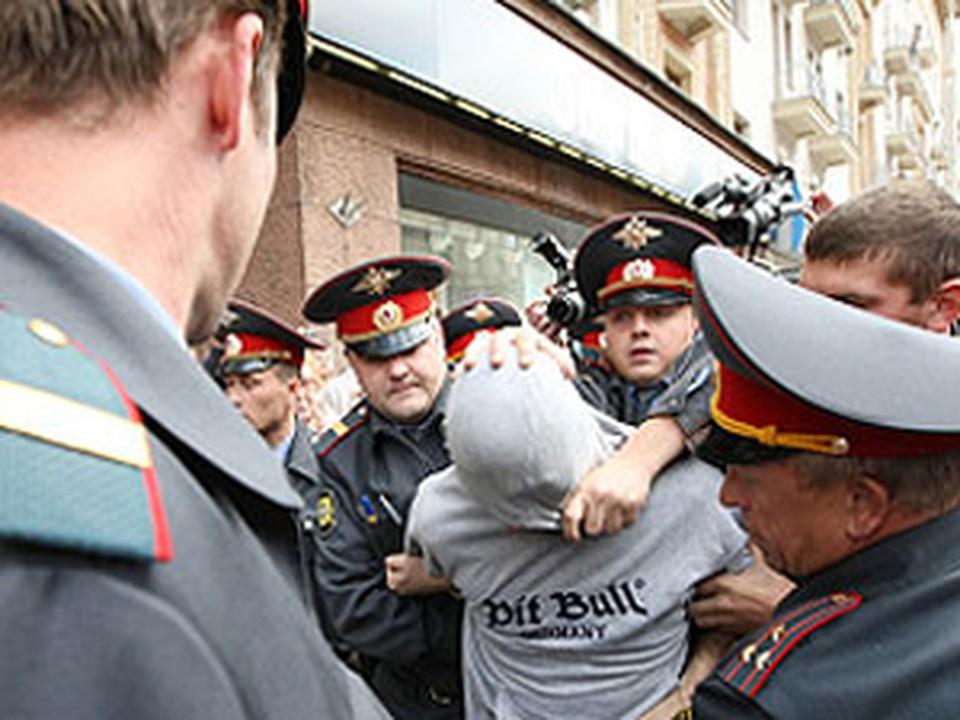 Прибышие на место происшествия милиционеры задержали участников перестрелки.