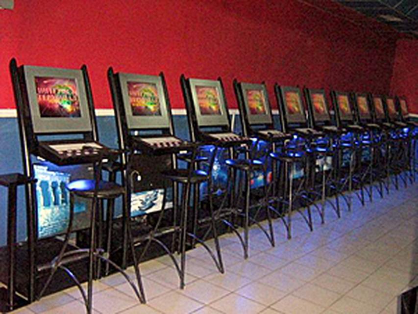 Начальник охраны казино расстрелял аттракционы и детские игровые аппараты