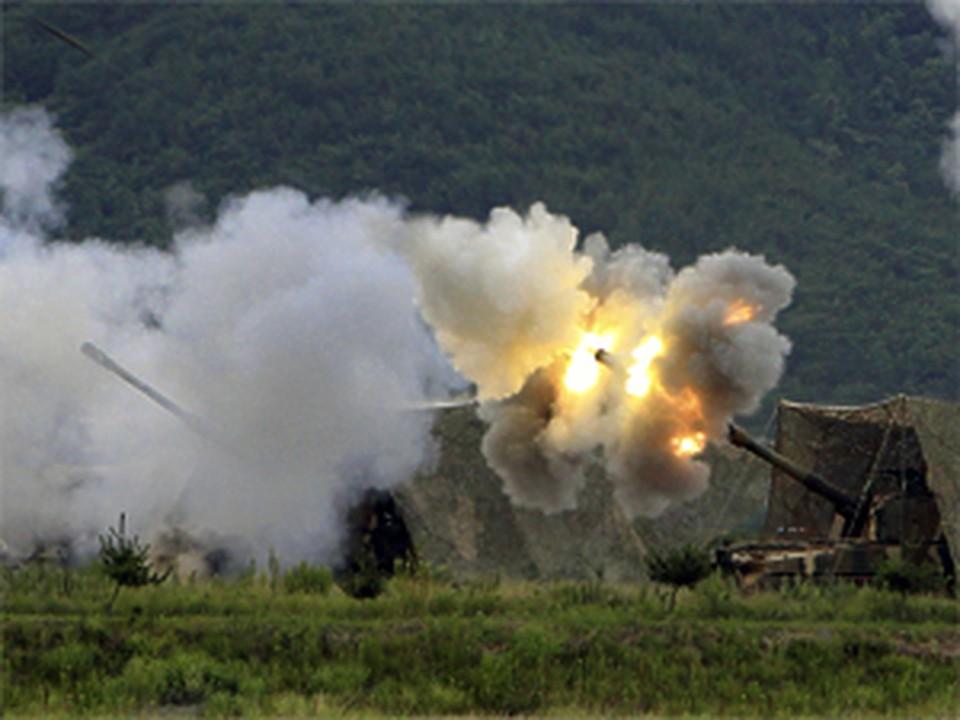 Над Южной Кореей снова гремят взрывы