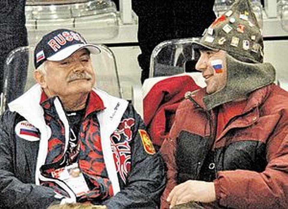 На Играх в Турине звезды в лице Никиты Михалкова болели на трибунах рука об руку с простыми фанами.