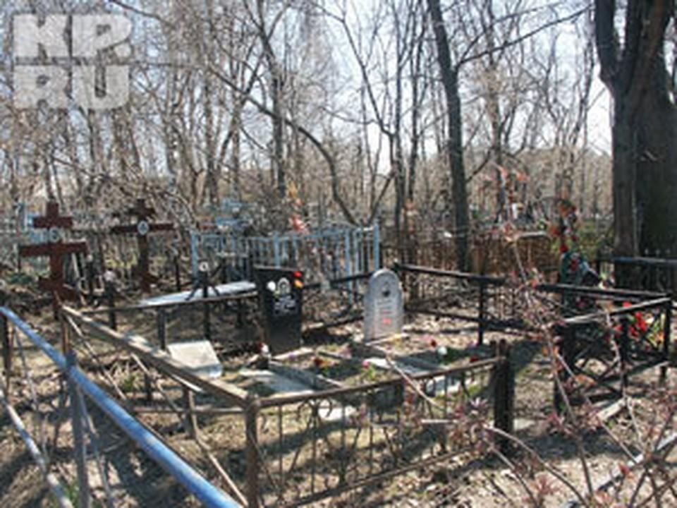 В Нижнем на кладбищах продолжают орудовать вандалы.
