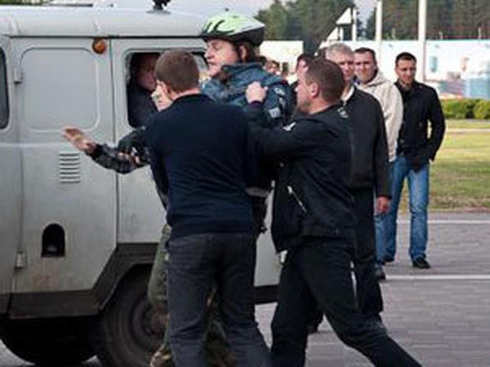 Во время молчаливой акции задерживали велосипедистов и собак!