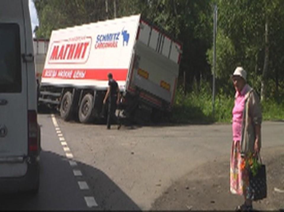 Машина несколько часов беспомощно простояла на дороге.